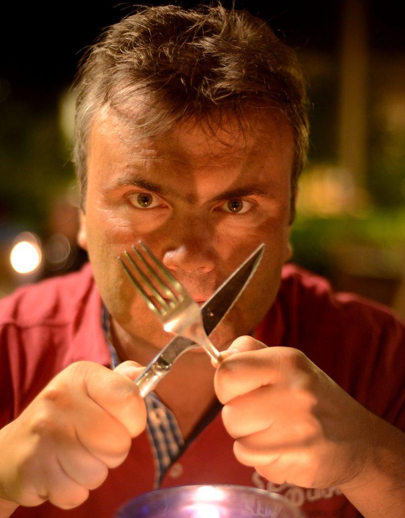 Перекрещенные-вилка-нож