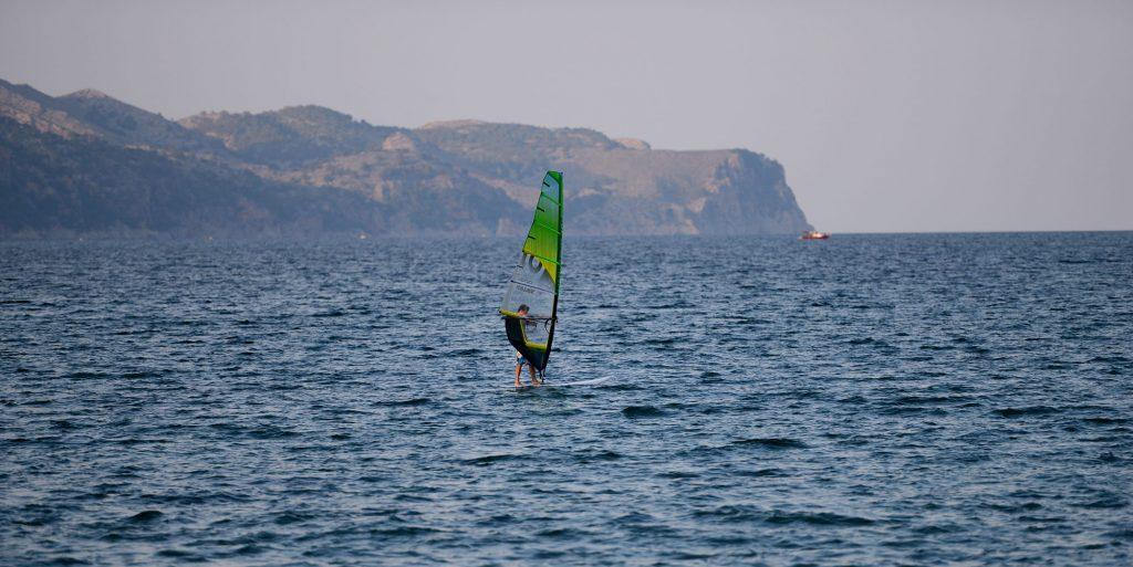 сёрфингист-средиземное-море-майорка